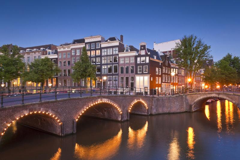 fly fra billund til amsterdam